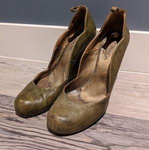 Green wedge heel